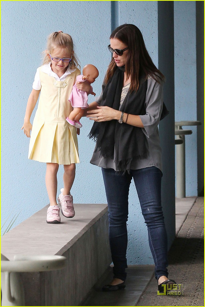 jennifer garner violet jumps 14