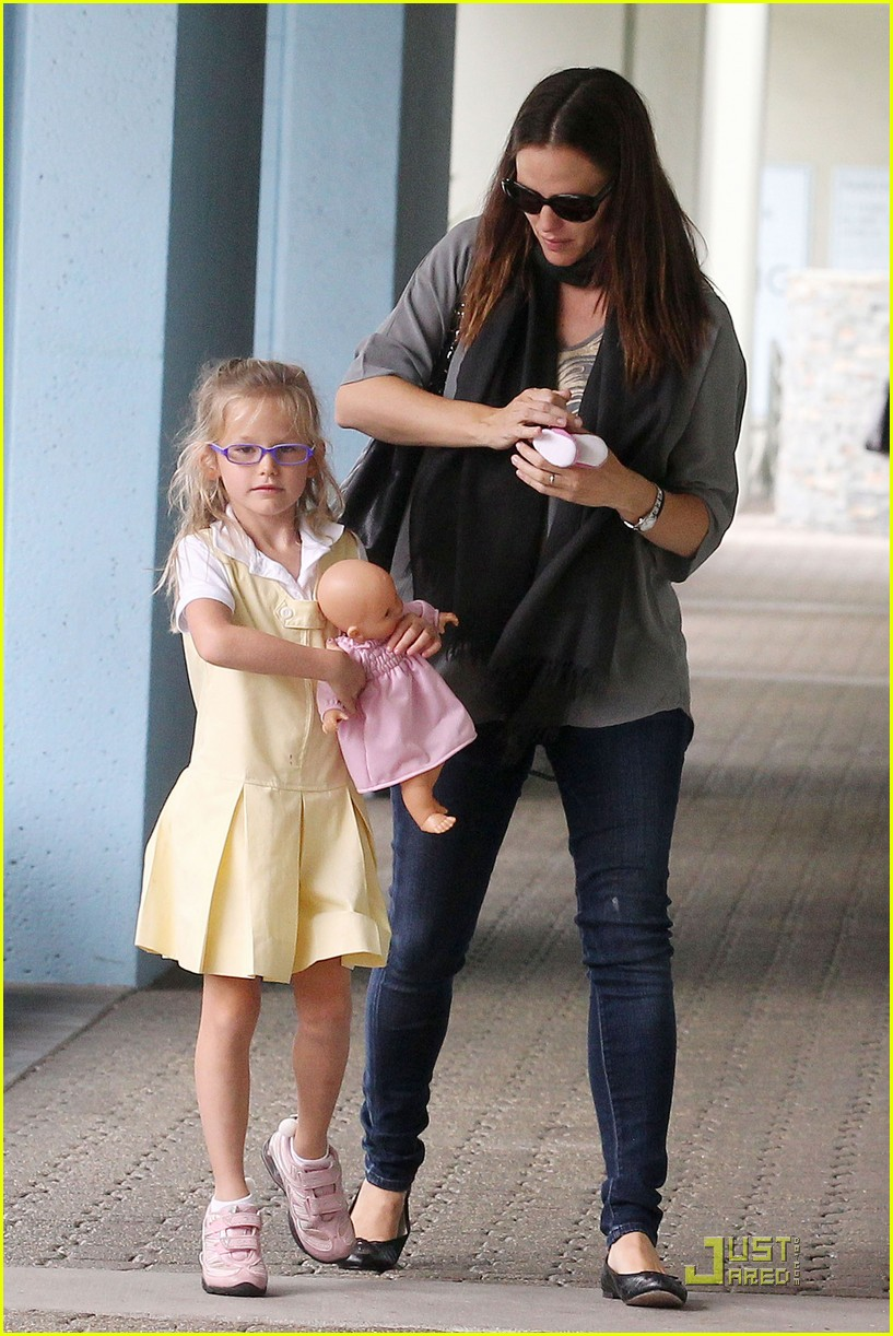 jennifer garner violet jumps 16