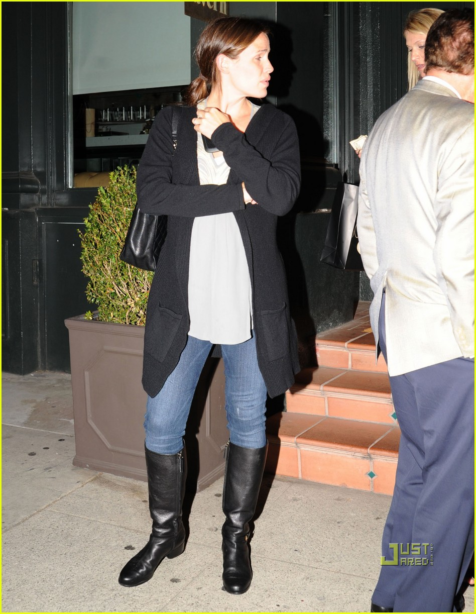 jennifer garner dinner tavern 02