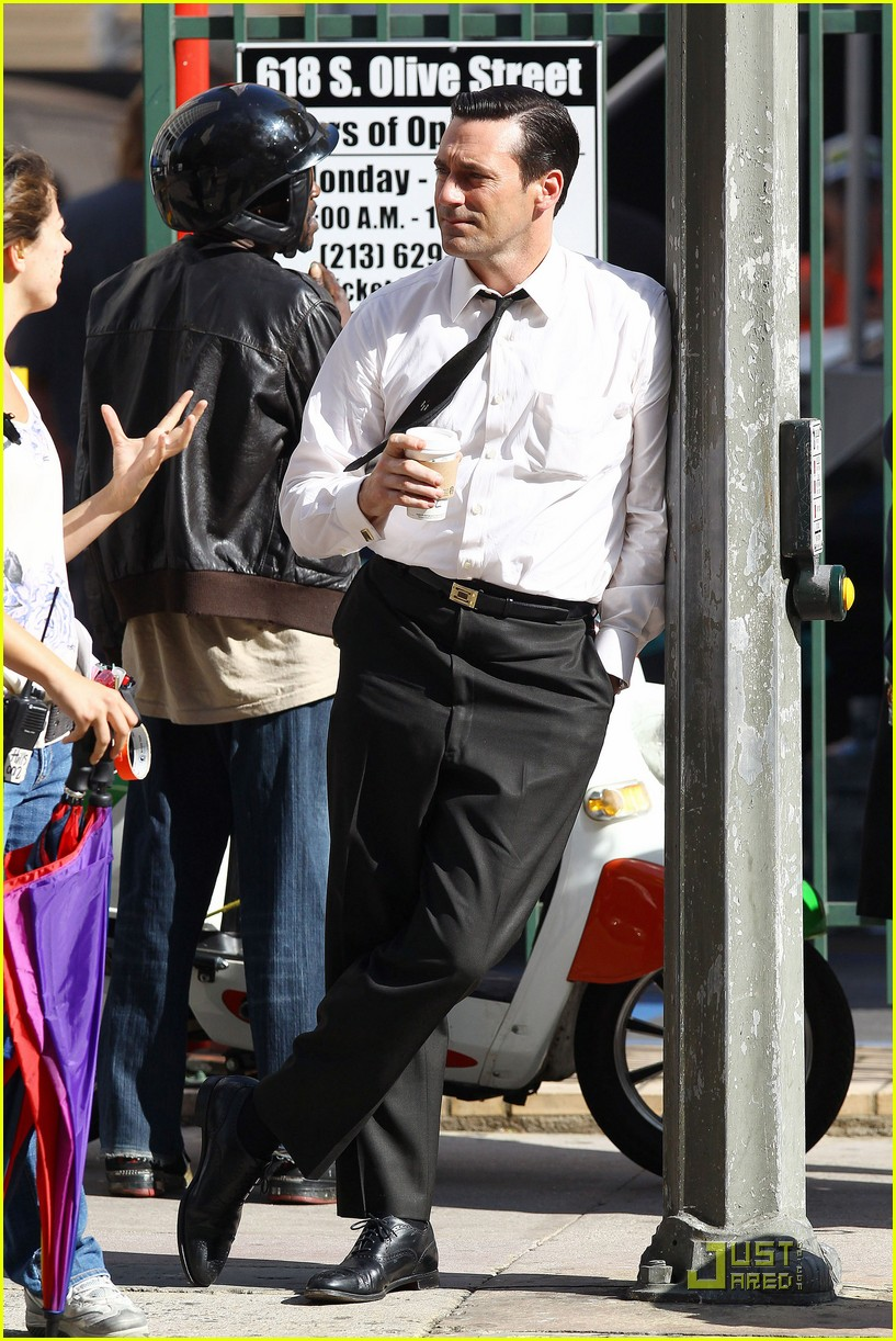 jon hamm don draper drinks starbucks 132583748