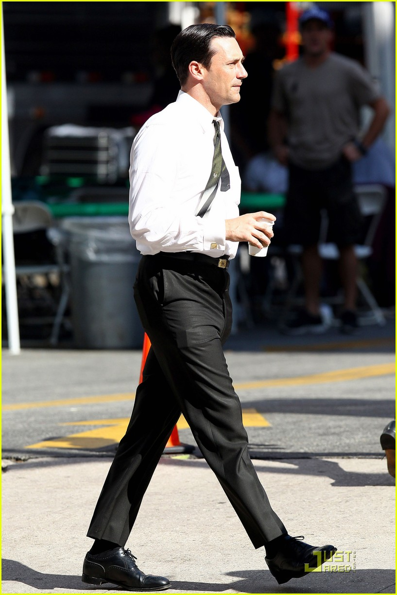 jon hamm don draper drinks starbucks 182583753