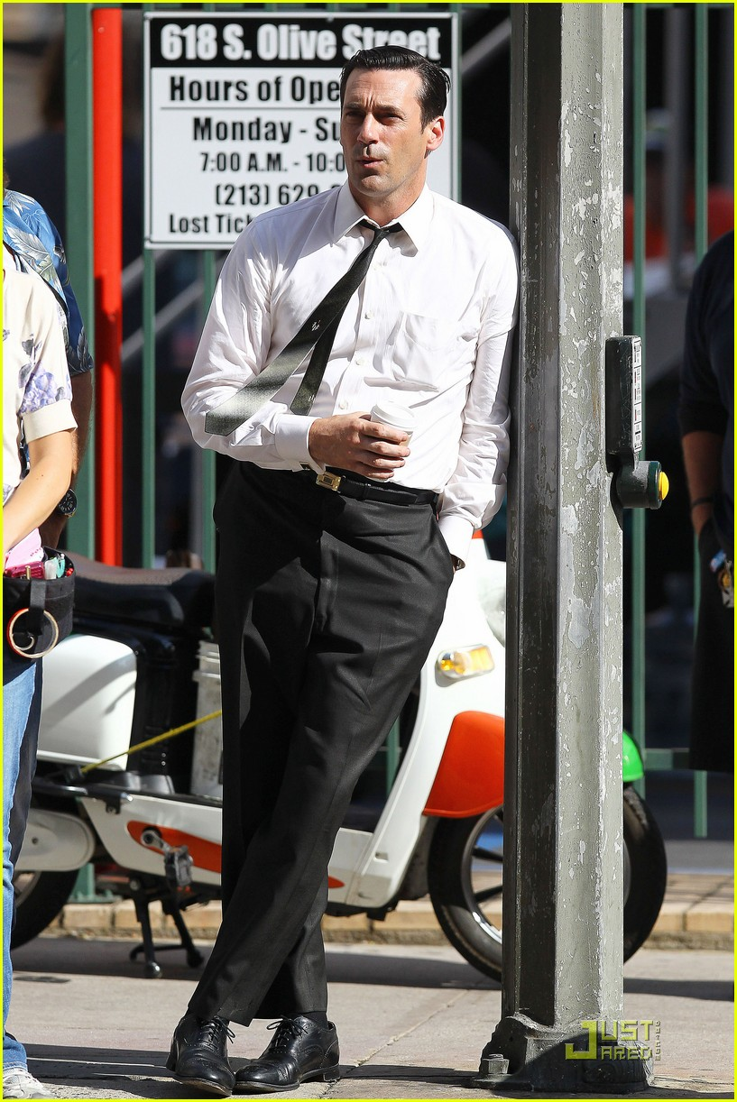 jon hamm don draper drinks starbucks 302583765