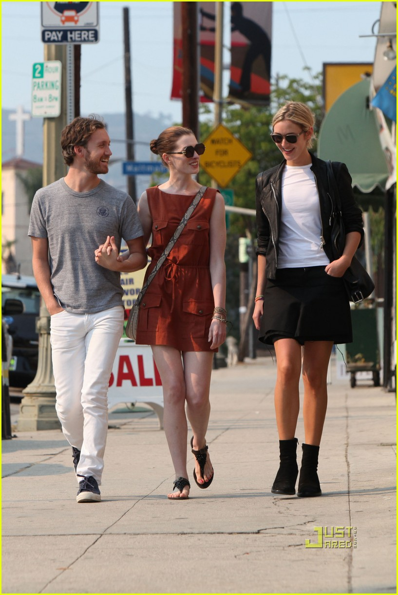 anne hathaway adam shulman millies coffee shop 01