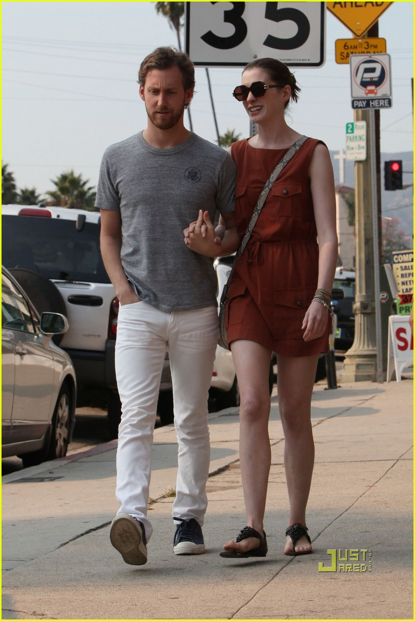 anne hathaway adam shulman millies coffee shop 02