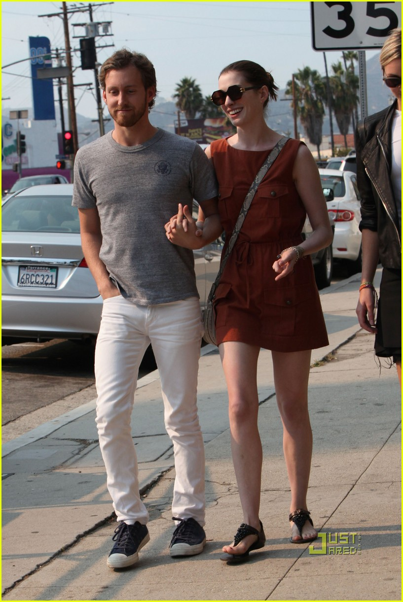 anne hathaway adam shulman millies coffee shop 10