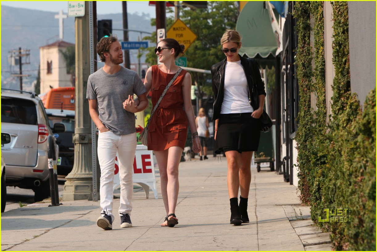 anne hathaway adam shulman millies coffee shop 11