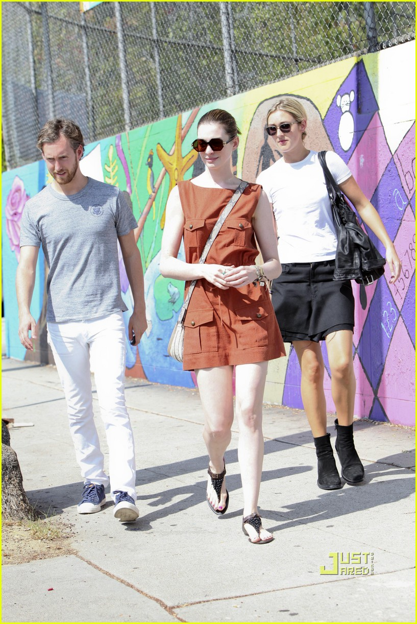 anne hathaway adam shulman millies coffee shop 12