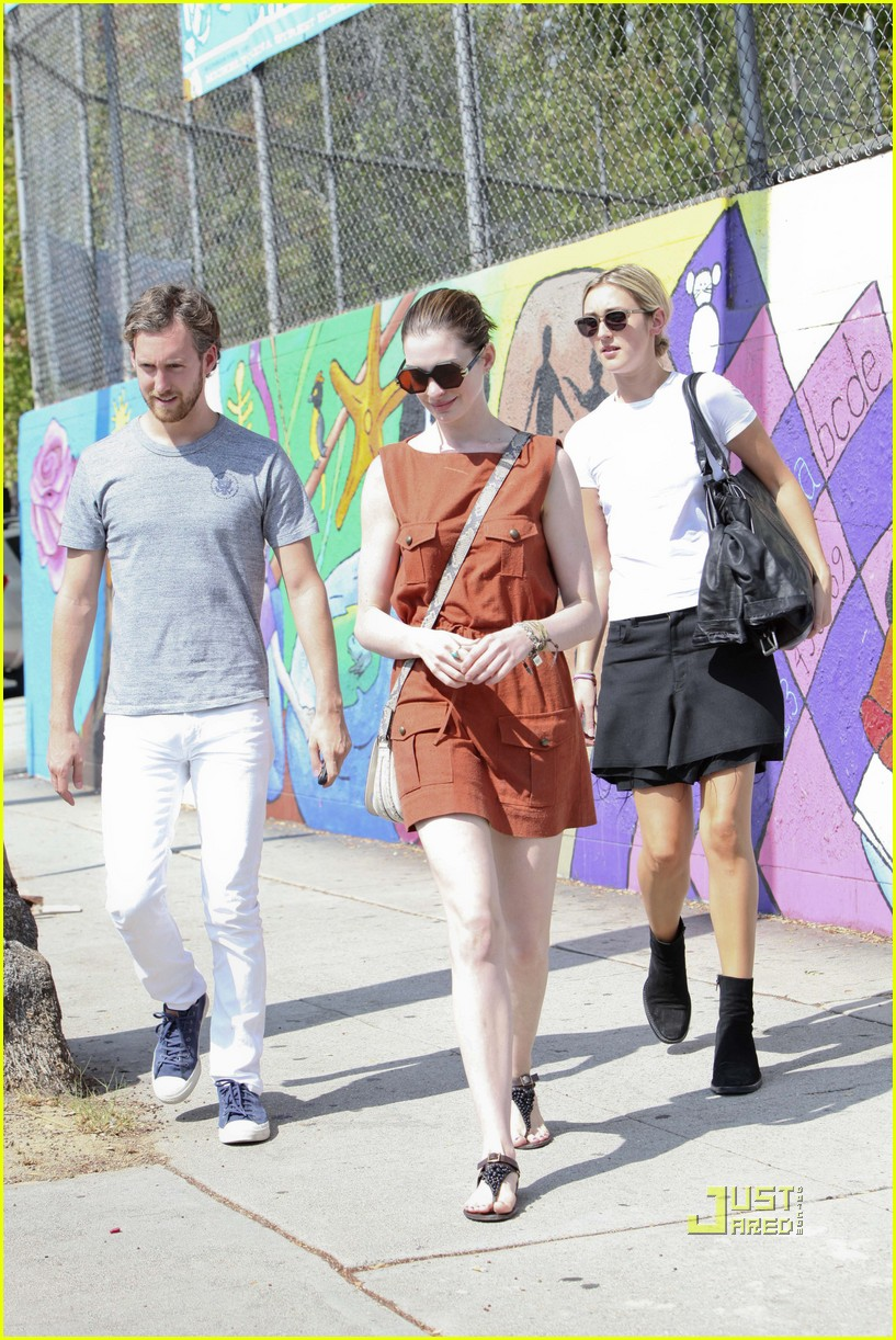 anne hathaway adam shulman millies coffee shop 15
