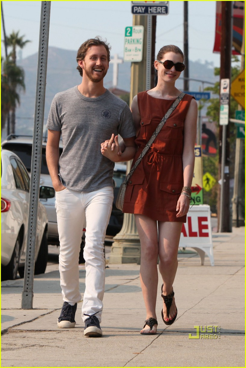 anne hathaway adam shulman millies coffee shop 17