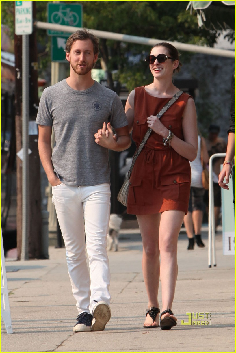 anne hathaway adam shulman millies coffee shop 18