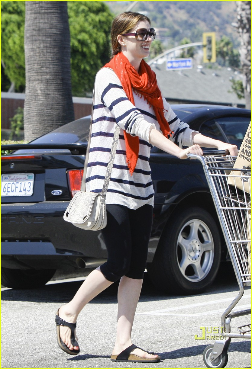 anne hathaway whole foods 08