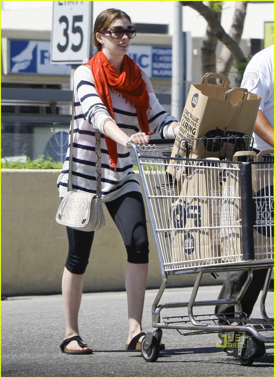 anne hathaway whole foods 09