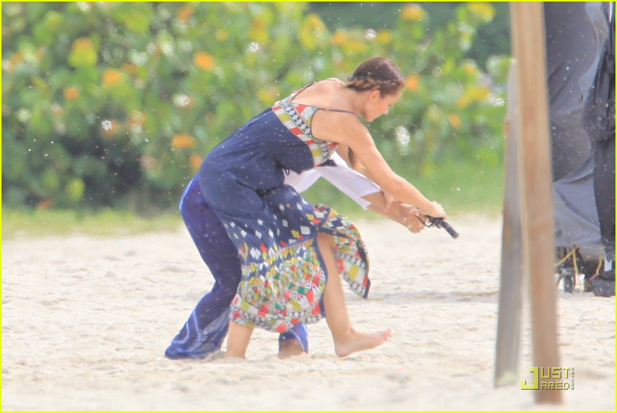 minka kelly complicated relationship with mom 052580443