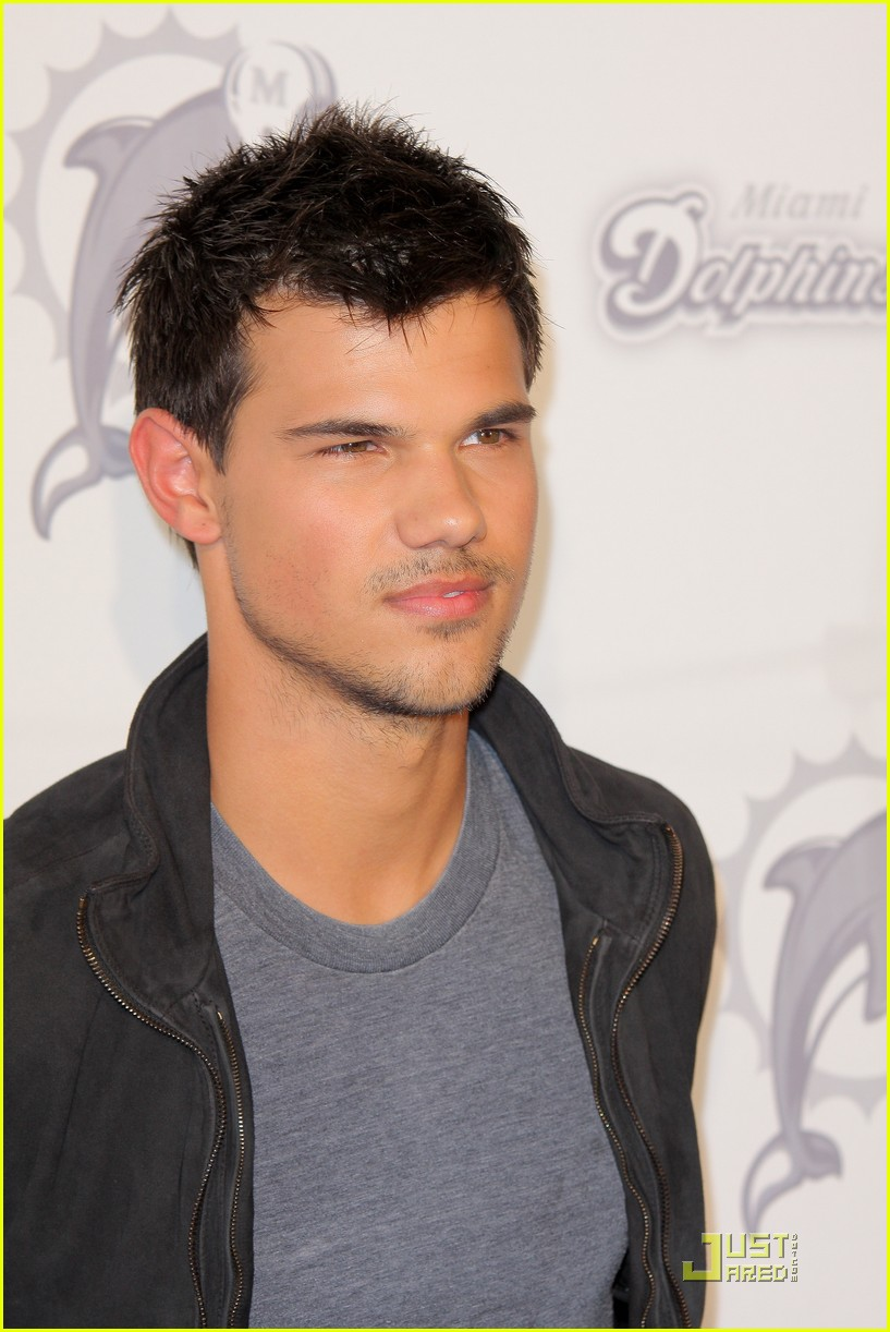 taylor lautner dolphins game 052580190