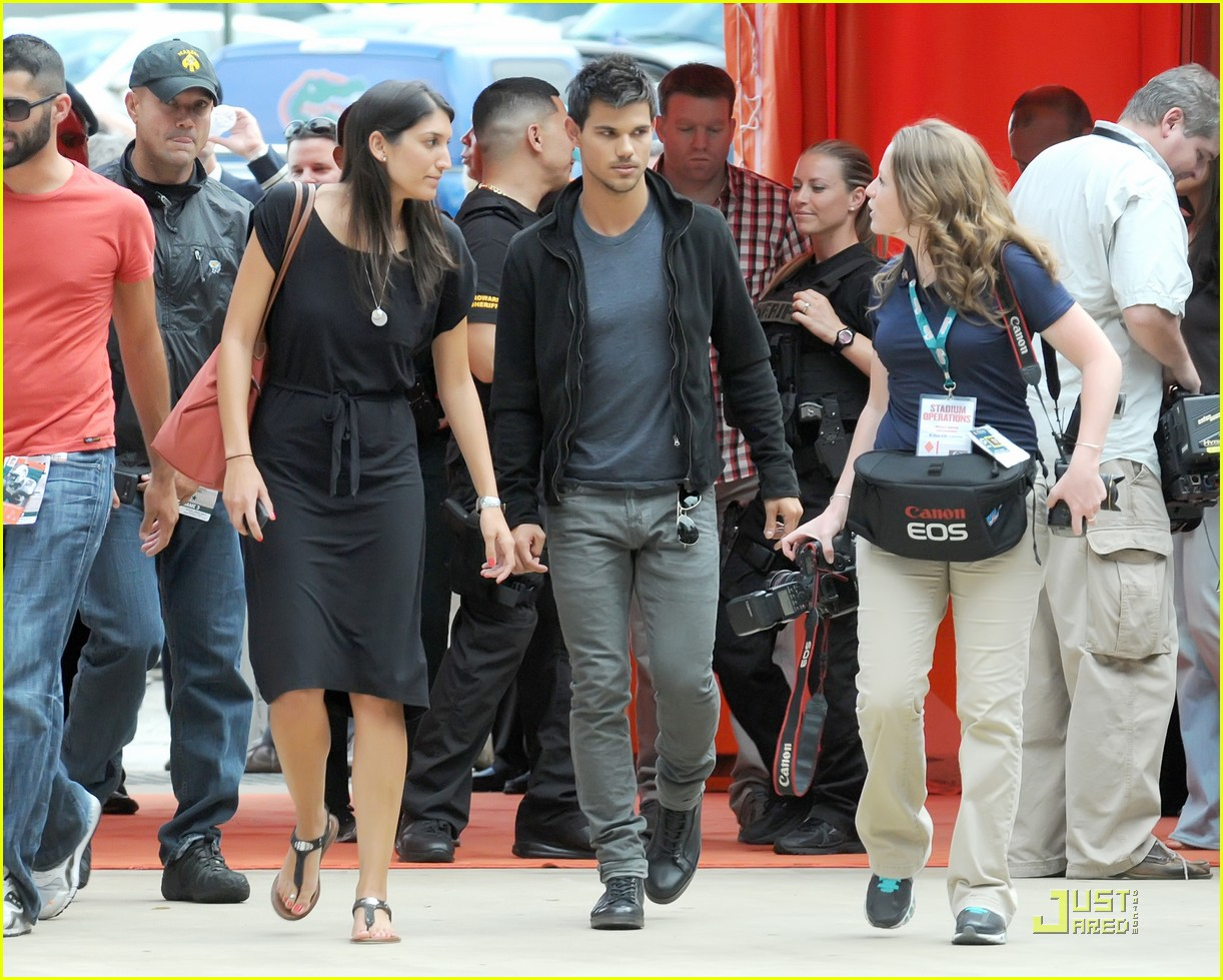 taylor lautner dolphins game 122580197
