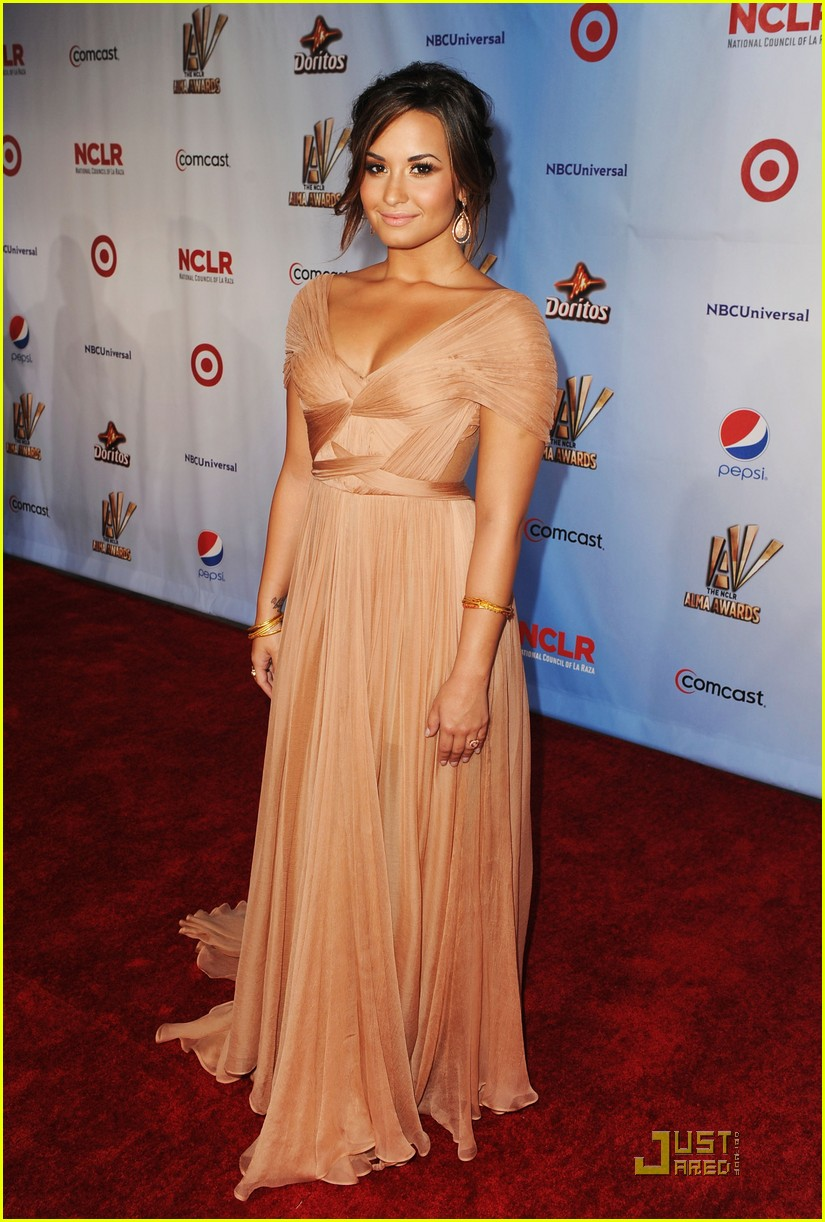 demi lovato naya rivera alma awards 2011 red carpet 072578729