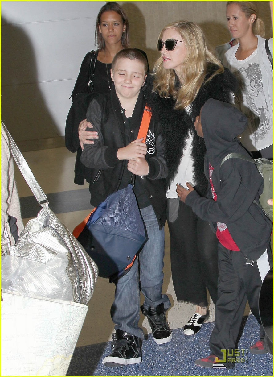madonna jets into jfk 03