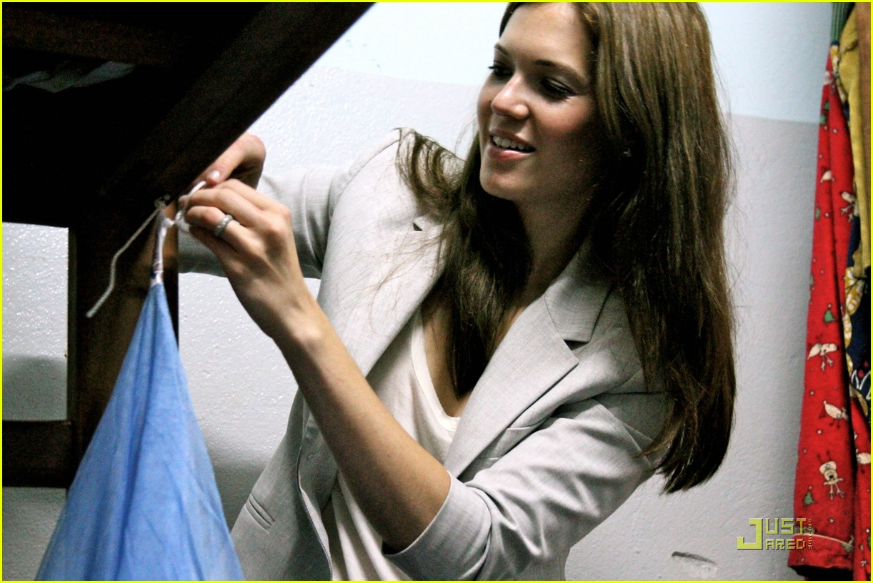 mandy moore cameroon 05
