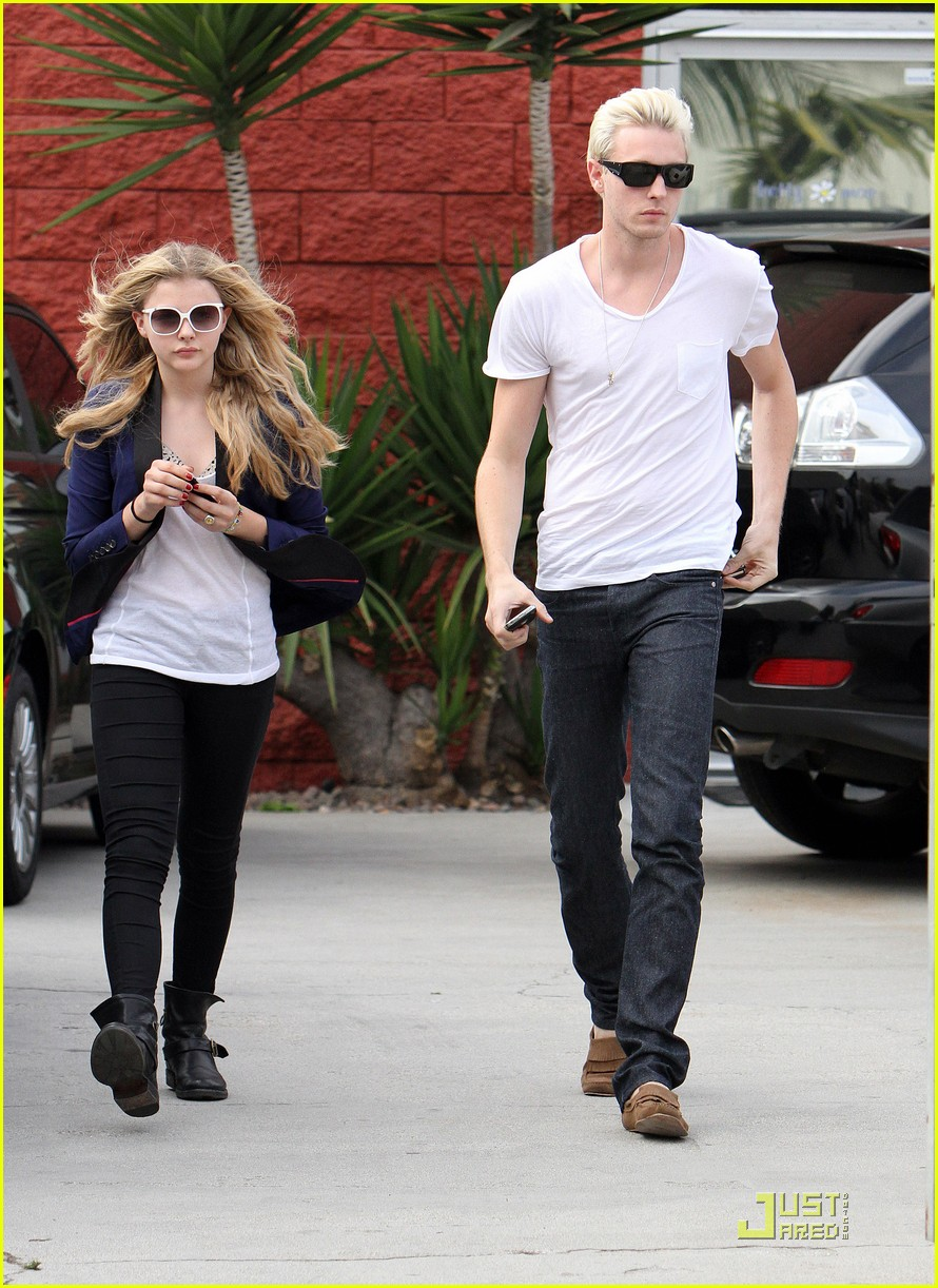 chloe moretz white sunglasses 10