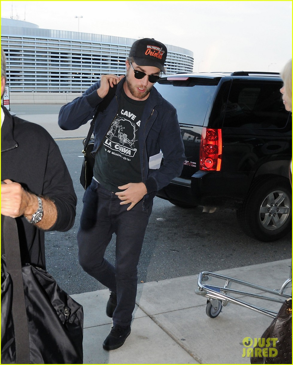 robert pattinson takes off toronto 032585401