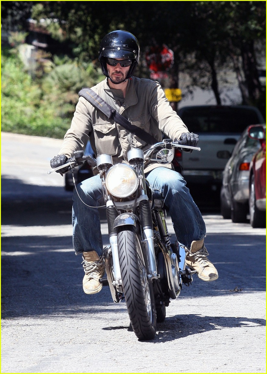 keanu reeves motorcycle 052576101