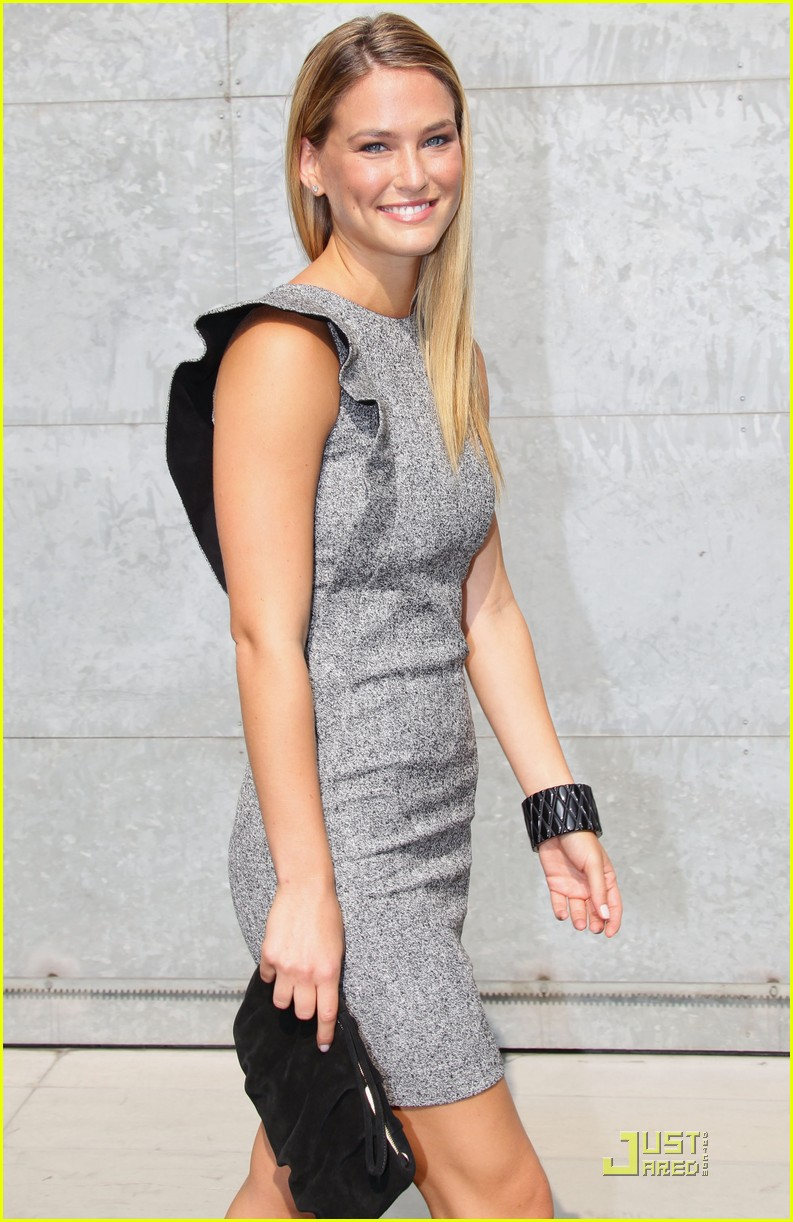 bar refaeli emporio armani fashion show 132583532