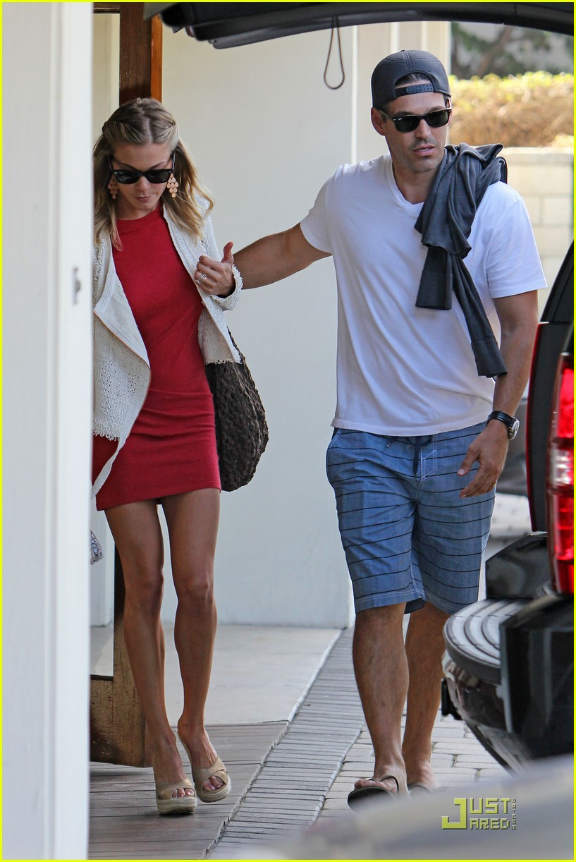 leann rimes little red dress 052576798