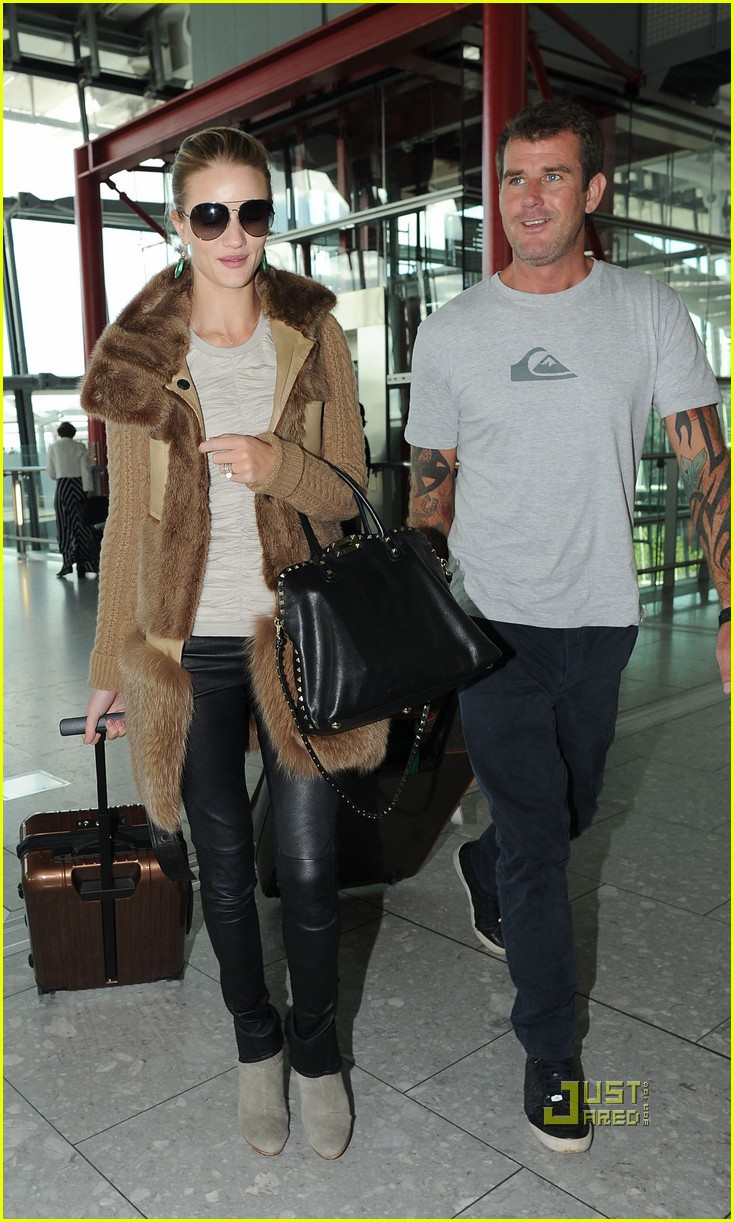 rosie huntington whiteley heathrow airport 10