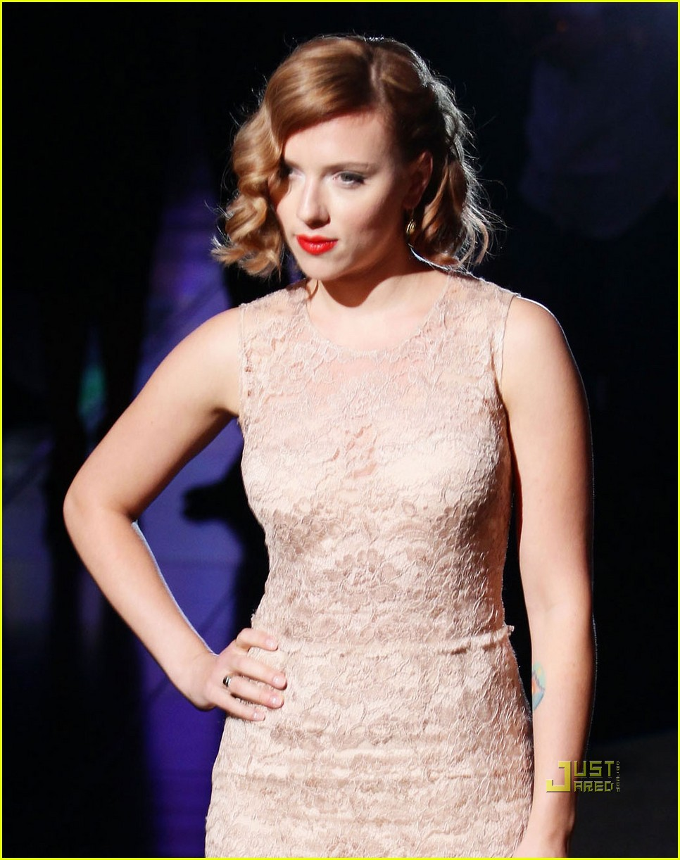 scarlett johansson dolce and gabbana milan fashion week 03