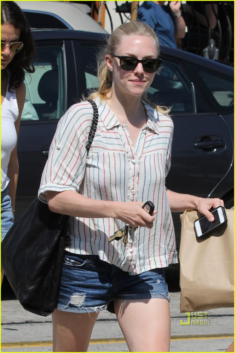 amanda seyfried urth caffe 02