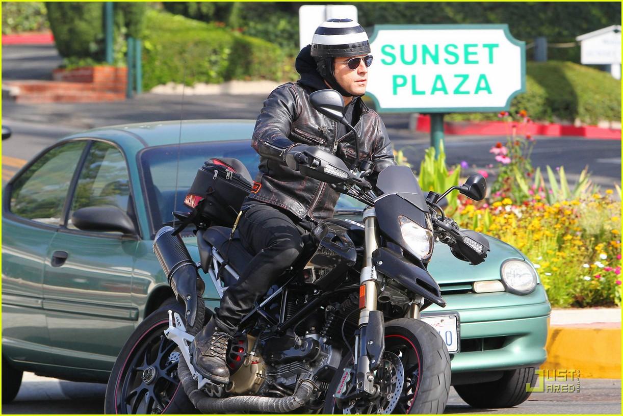 justin theroux motorcycle man 022575552
