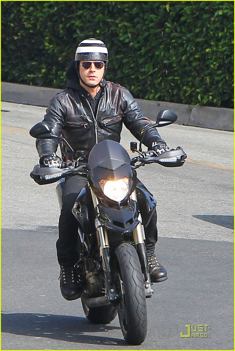 justin theroux motorcycle man 032575553