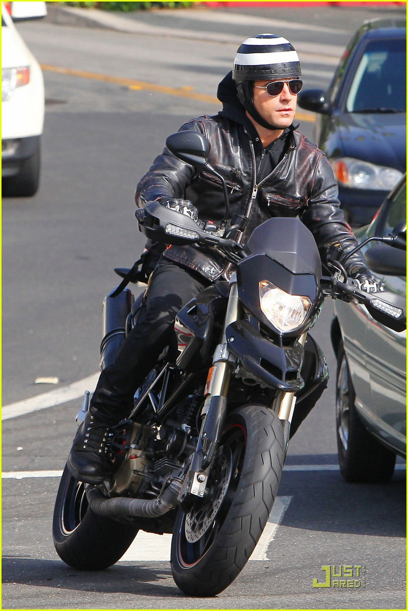 justin theroux motorcycle man 052575555