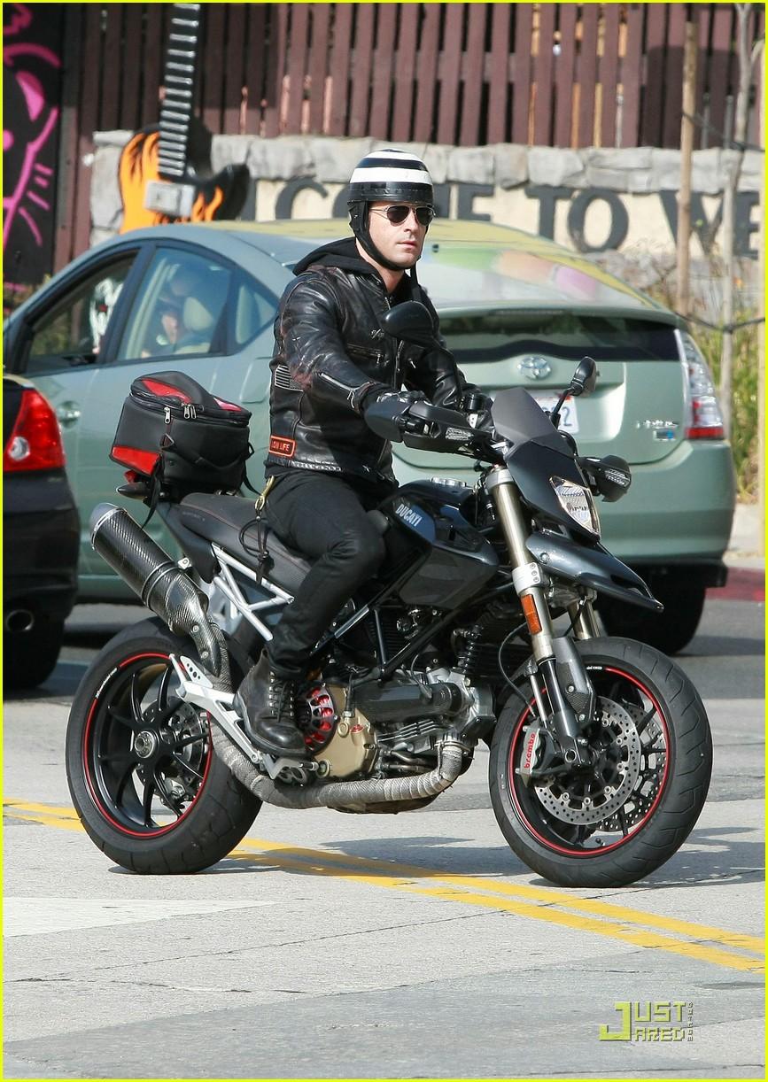 justin theroux motorcycle man 072575557