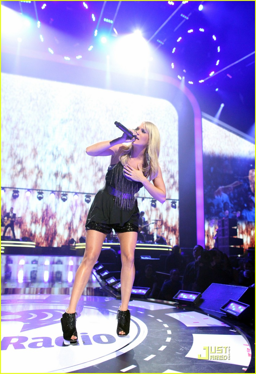 carrie underwood joe jonas iheartradio festival 01