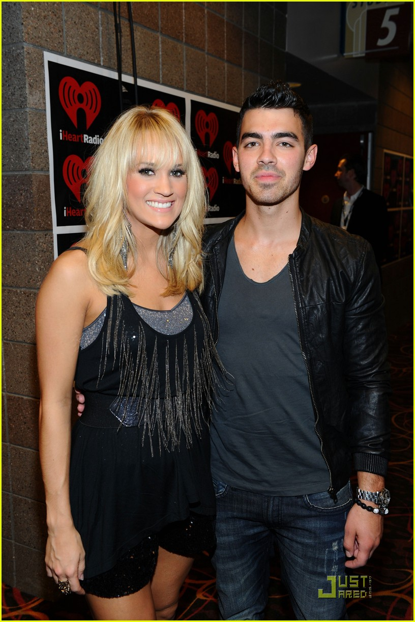 carrie underwood joe jonas iheartradio festival 02