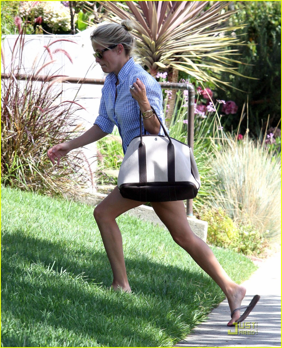 reese witherspoon sunny brentwood visit 022575809
