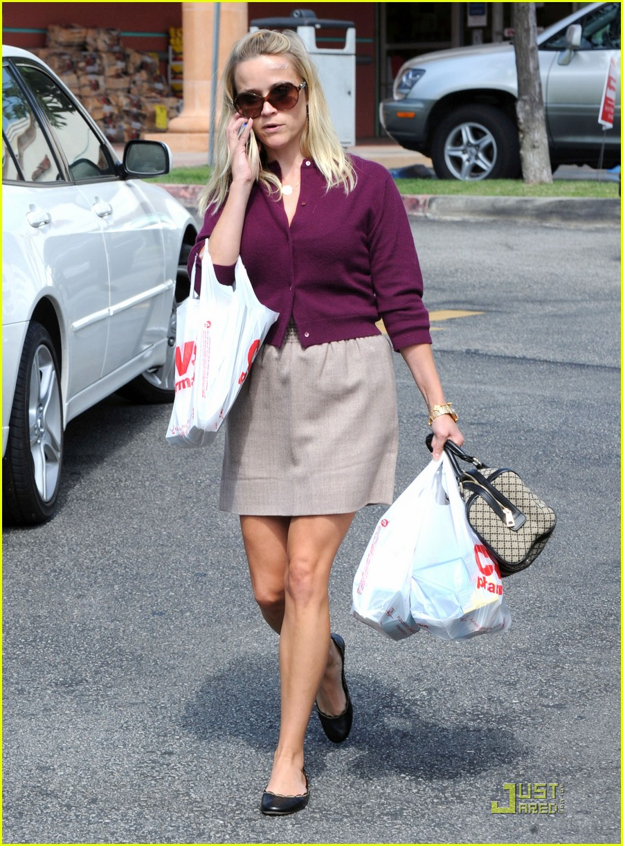 reese witherspoon cvs run 04