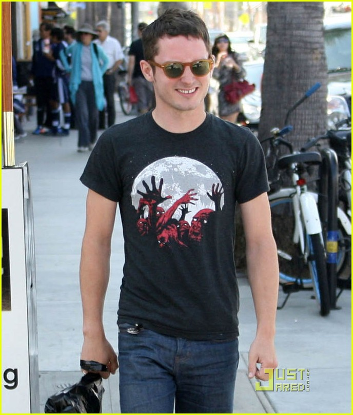 elijah wood venice shopping 04