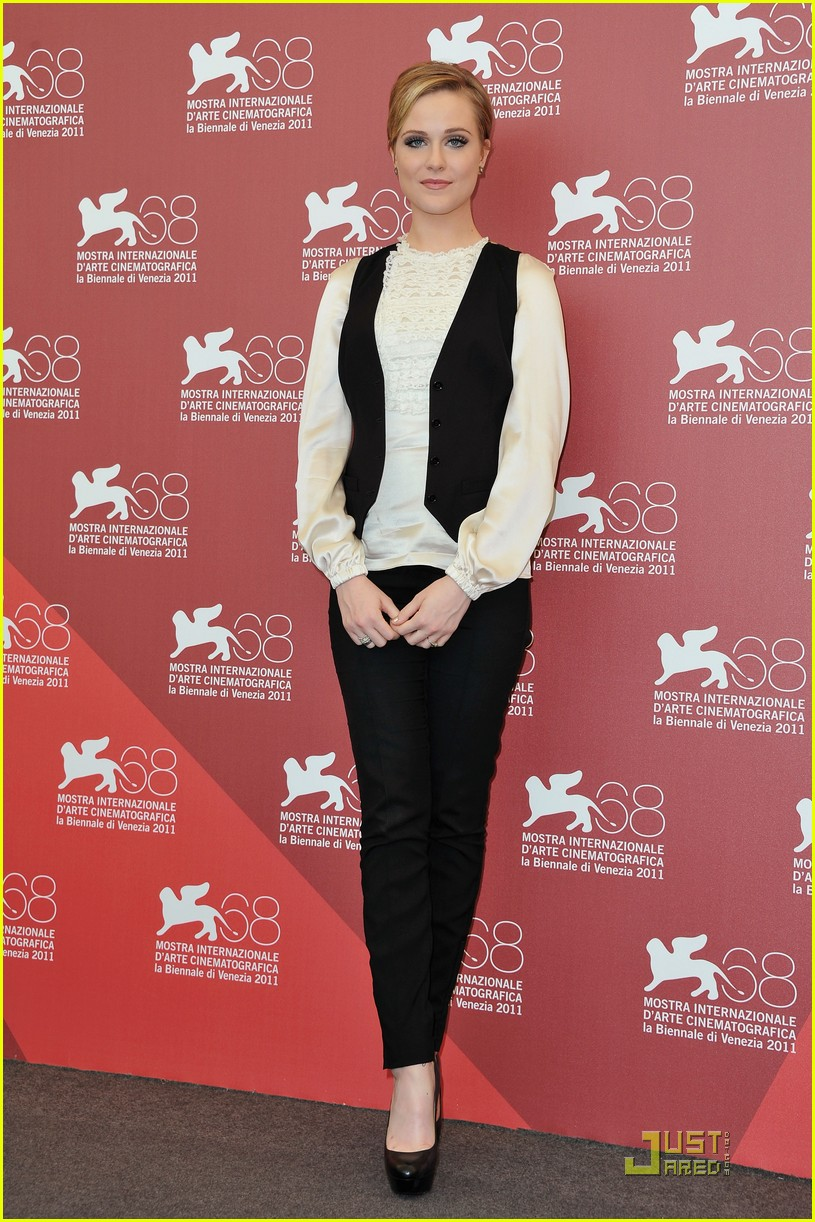 kate winslet evan rachel wood midlred pierce photo call venice 20