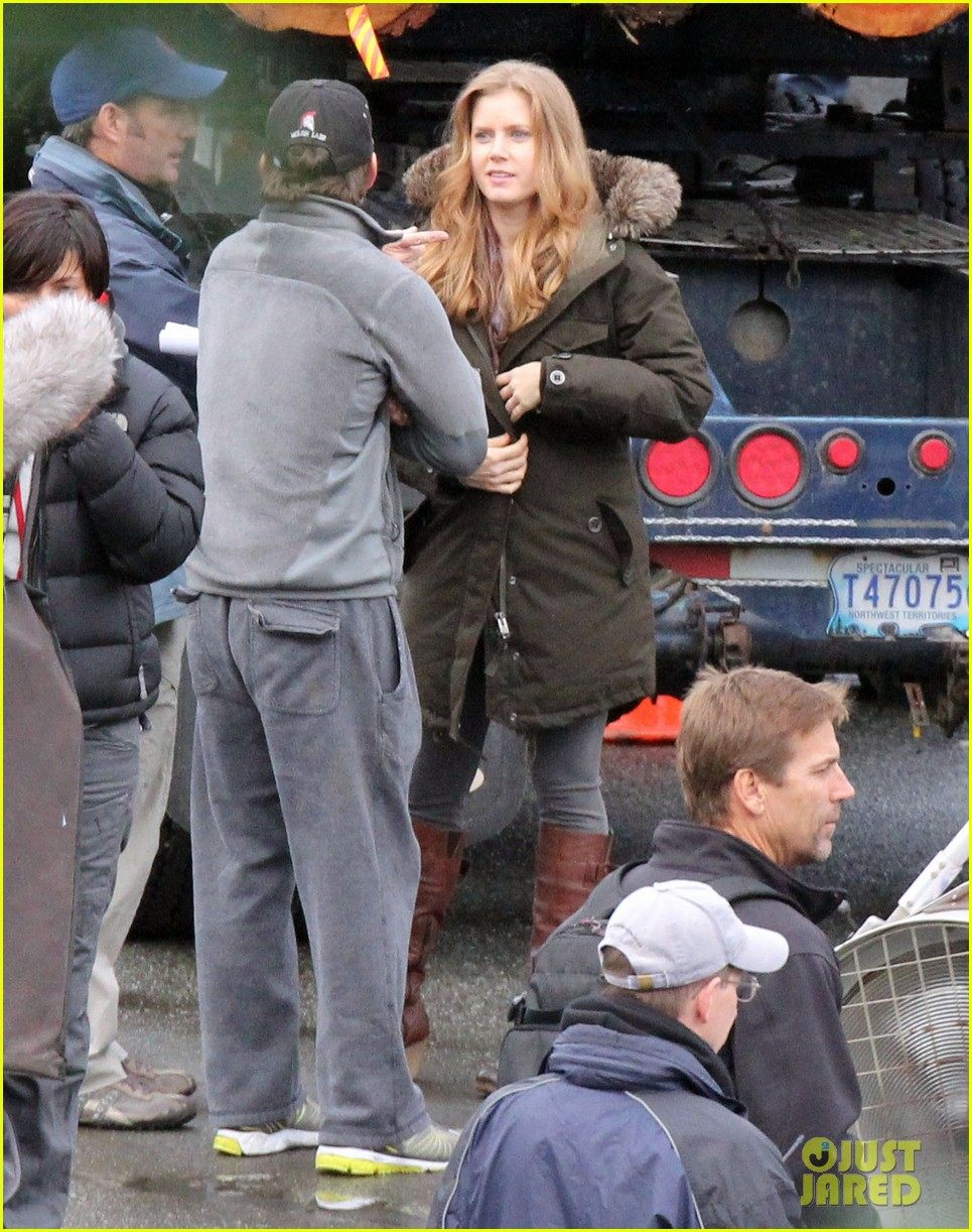 amy adams on set of man of steel 05