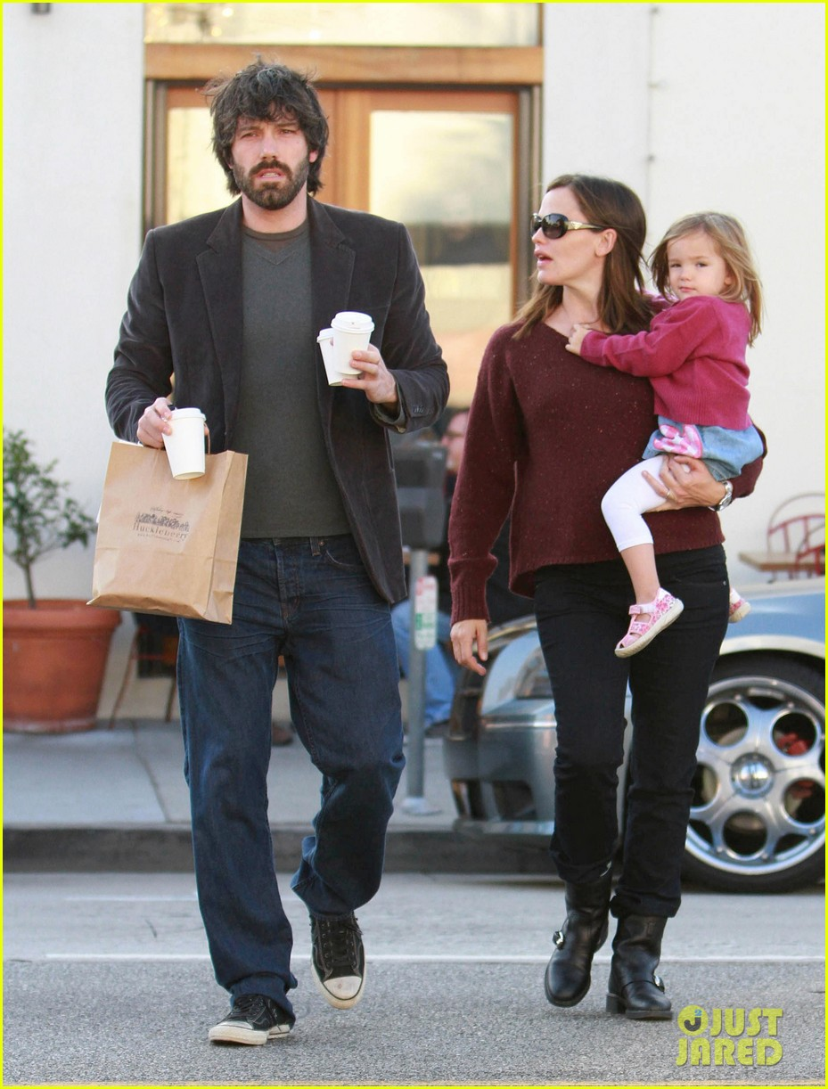 jennifer garner ben affleck huckleberry 122593862