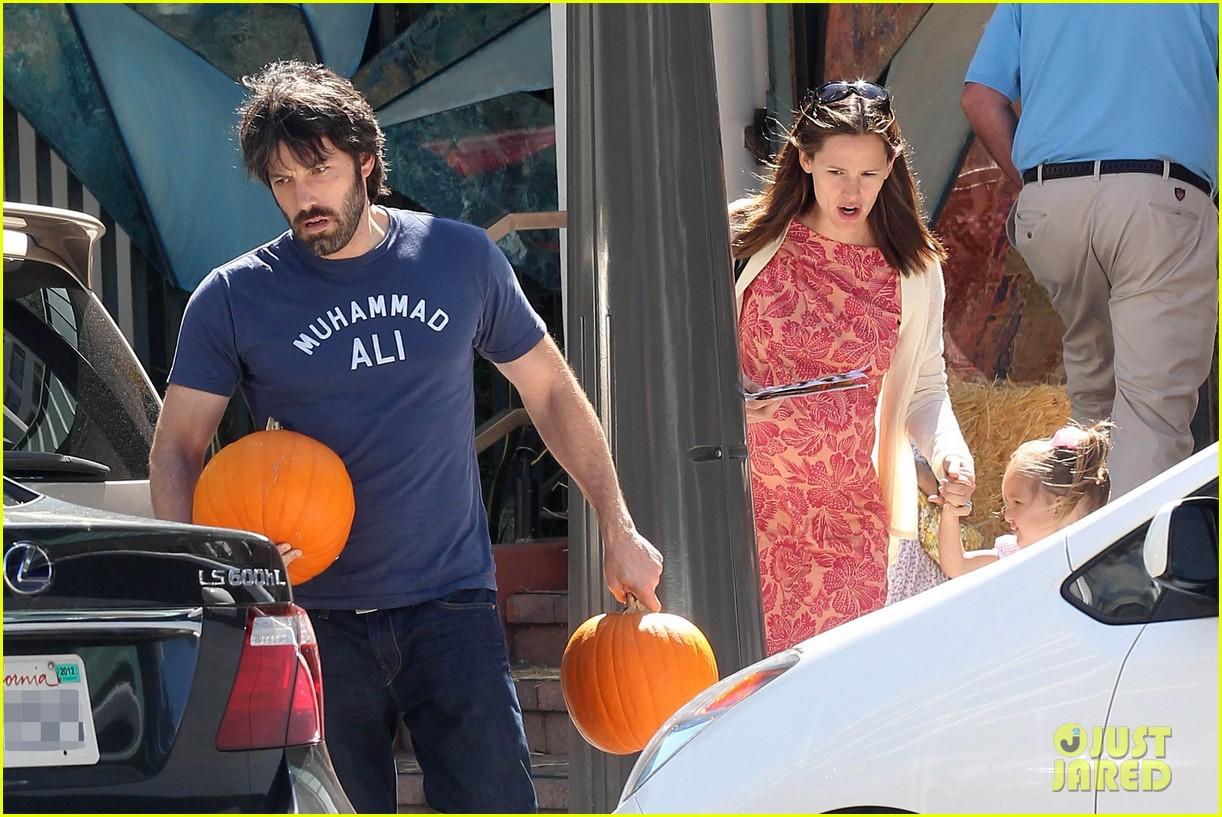 ben affleck jennifer garner pumpkins 162588325