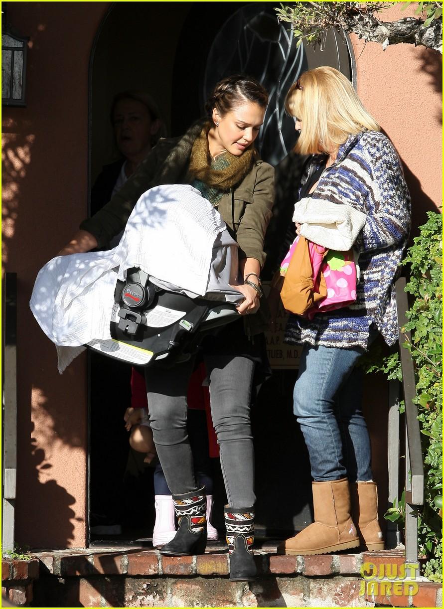 jessica alba debuts baby haven 072587198