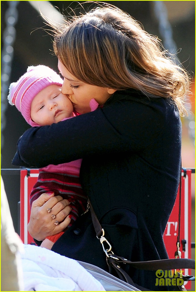 jessica alba kisses haven 02
