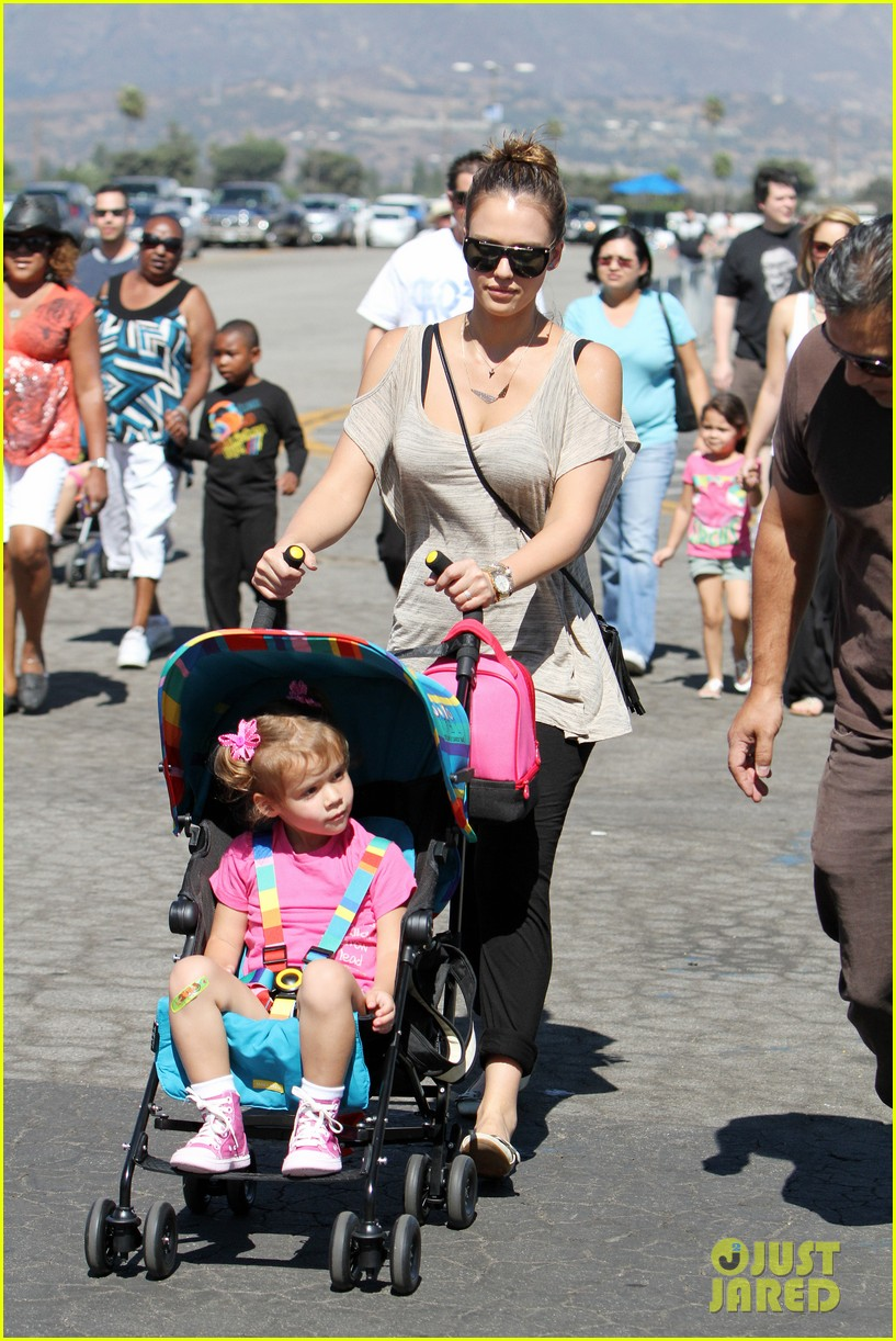 jessica alba family fun day 09
