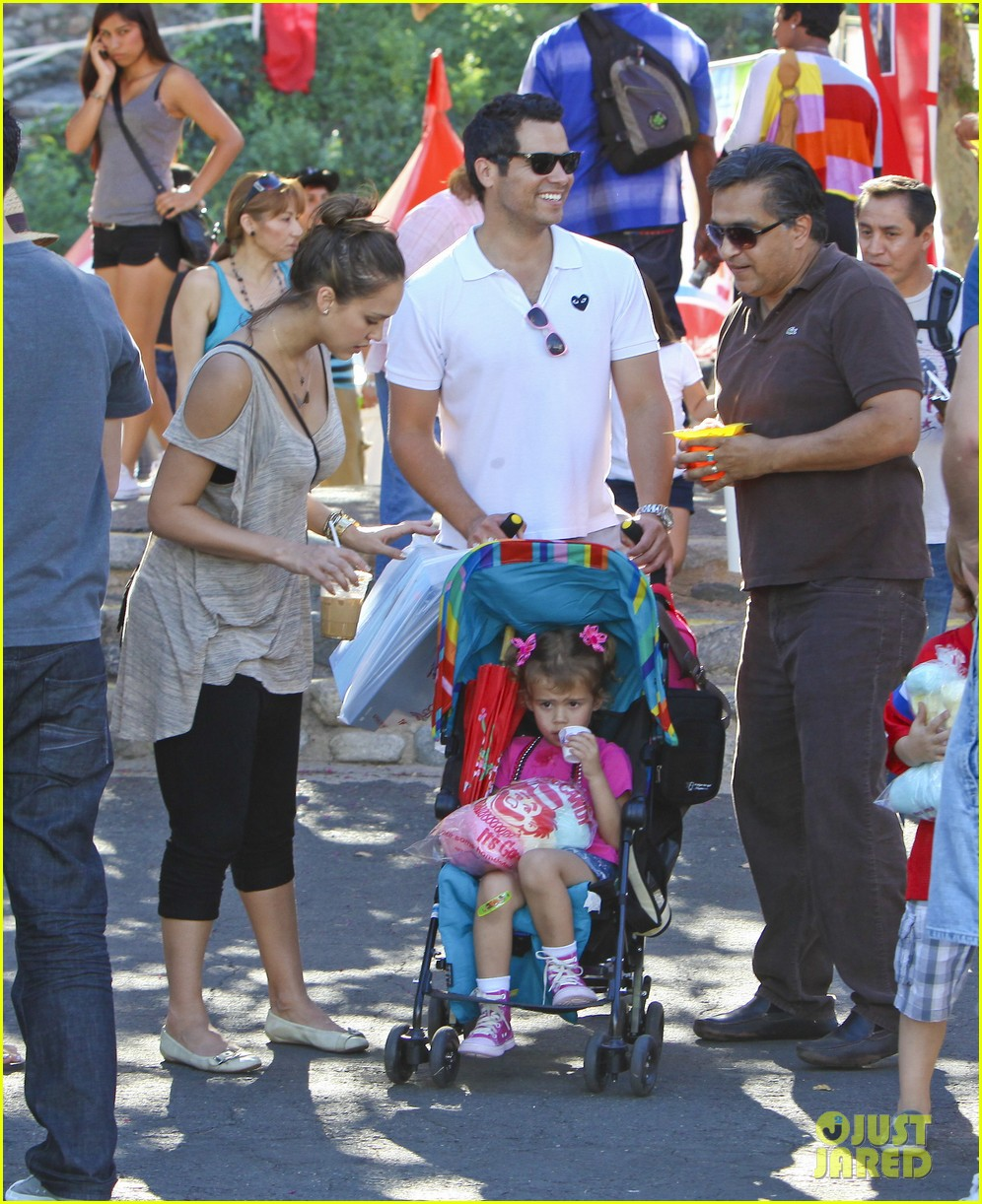 jessica alba family fun day 11
