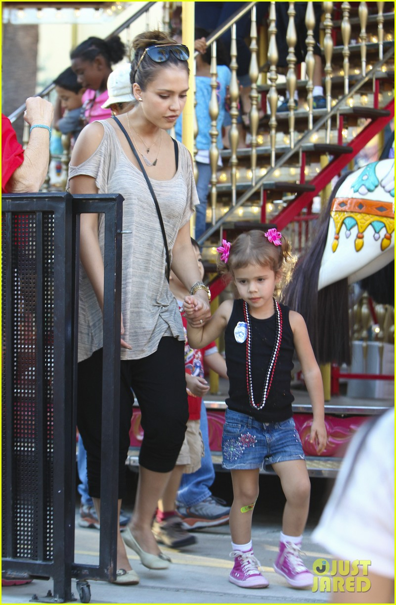 jessica alba family fun day 16
