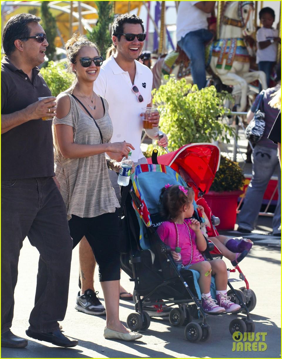 jessica alba family fun day 18