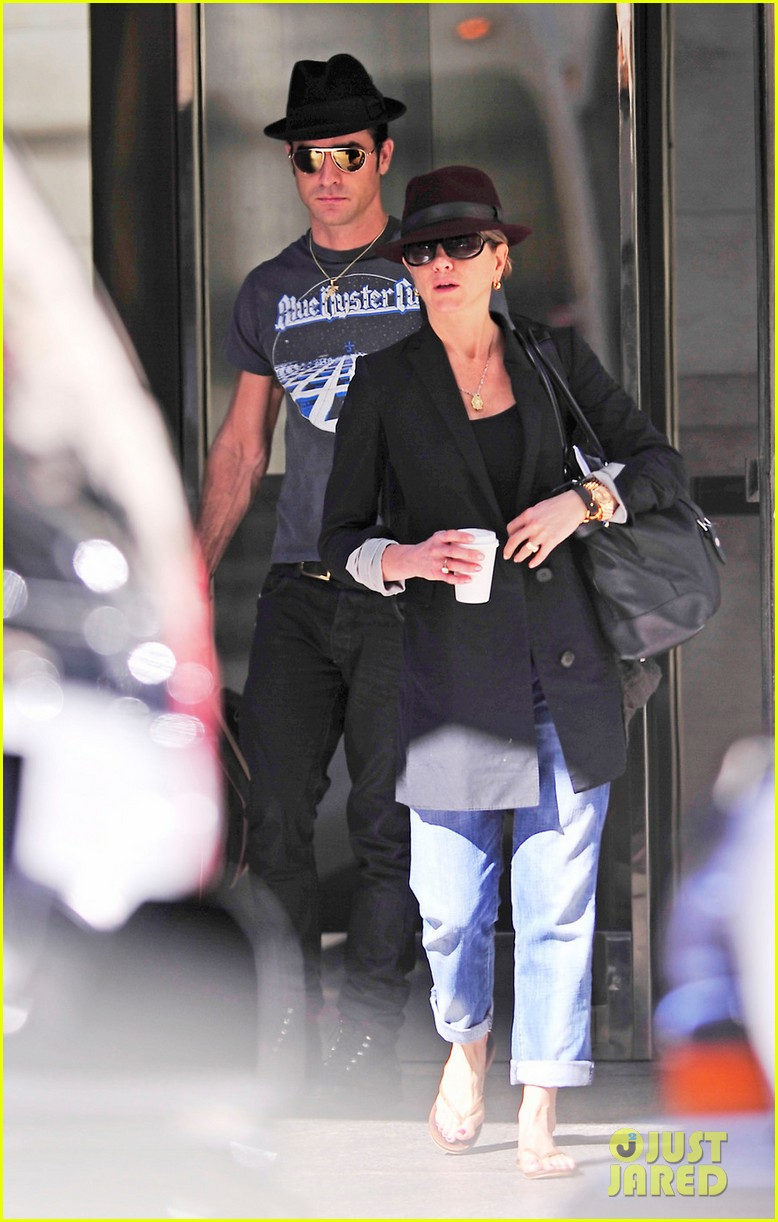 jennifer aniston justin theroux fedora meeting 052588524